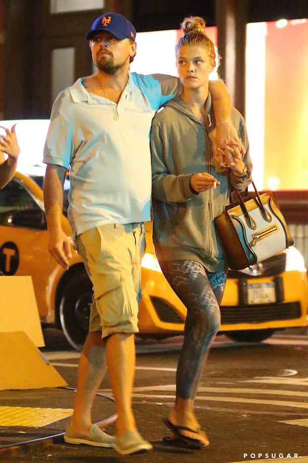 Bồ cũ Leonardo DiCaprio gây tranh cãi vì công khải ảnh nude hoàn toàn để lộ vòng 3 - Ảnh 3.
