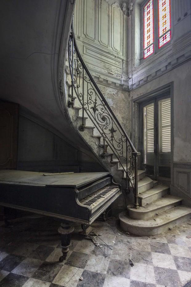 Đi khắp châu Âu tìm những chiếc piano bị lãng quên, người nghệ sĩ khiến mọi người nín lặng vì vẻ đẹp nhuốm màu thời gian - Ảnh 1.