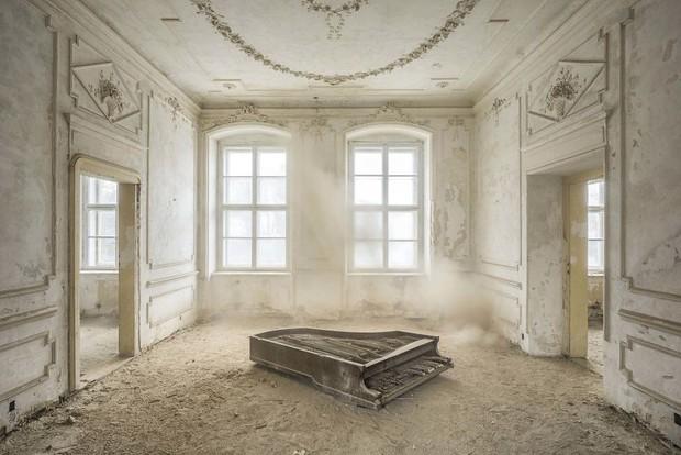 Đi khắp châu Âu tìm những chiếc piano bị lãng quên, người nghệ sĩ khiến mọi người nín lặng vì vẻ đẹp nhuốm màu thời gian - Ảnh 2.