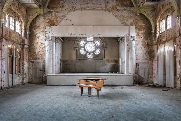 Đi khắp châu Âu tìm những chiếc piano bị lãng quên, người nghệ sĩ khiến mọi người nín lặng vì vẻ đẹp nhuốm màu thời gian - Ảnh 12.
