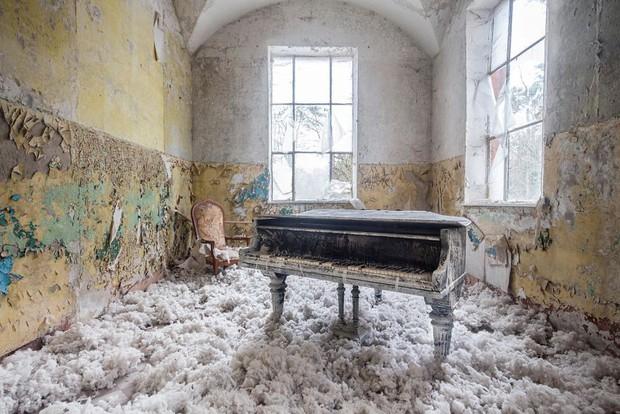 Đi khắp châu Âu tìm những chiếc piano bị lãng quên, người nghệ sĩ khiến mọi người nín lặng vì vẻ đẹp nhuốm màu thời gian - Ảnh 3.