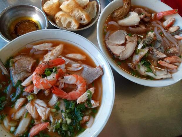 Điểm mặt những hàng bánh canh cua không bao giờ vắng khách tại Sài Gòn - Ảnh 1.