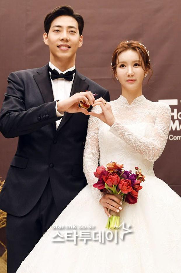Đám cưới cựu thành viên After School: Bạn gái G-Dragon chiếm hết spotlight nhưng vẫn không đẹp bằng mỹ nhân SISTAR - Ảnh 3.