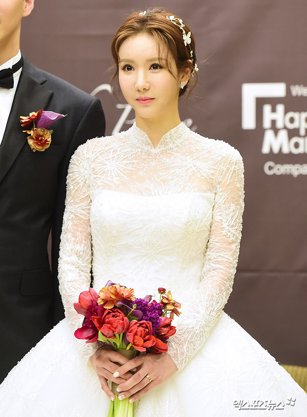 Đám cưới cựu thành viên After School: Bạn gái G-Dragon chiếm hết spotlight nhưng vẫn không đẹp bằng mỹ nhân SISTAR - Ảnh 4.