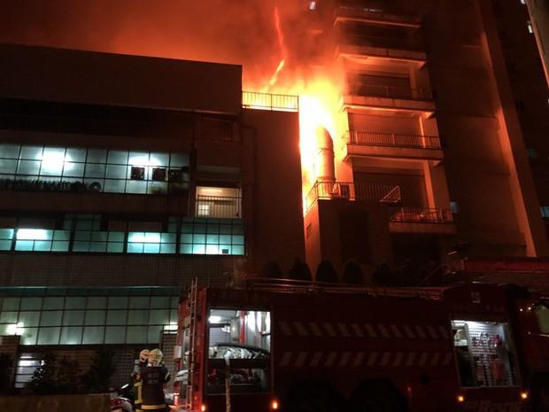 Đài Loan: Cháy lớn kinh hoàng tại tòa nhà 5 tầng, nhiều lao động Việt Nam lo lắng sợ hãi - Ảnh 2.