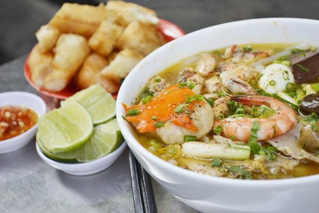 Điểm mặt những hàng bánh canh cua không bao giờ vắng khách tại Sài Gòn - Ảnh 16.