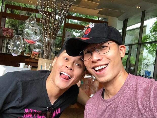 Sau đám cưới ngôn tình, John Huy Trần và bạn đời Nhiệm Huỳnh hạnh phúc hưởng tuần trăng mật ở Thái Lan - Ảnh 1.