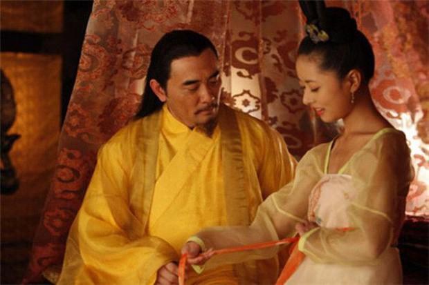 Hoàng đế si tình nhất lịch sử Trung Hoa: Hoàng hậu qua đời vẫn chui vào quan tài nằm chung suốt nhiều ngày trời - Ảnh 3.