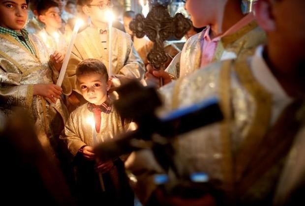 Cận cảnh người dân đón lễ Phục sinh trên khắp thế giới - Ảnh 2.