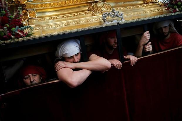Cận cảnh người dân đón lễ Phục sinh trên khắp thế giới - Ảnh 17.