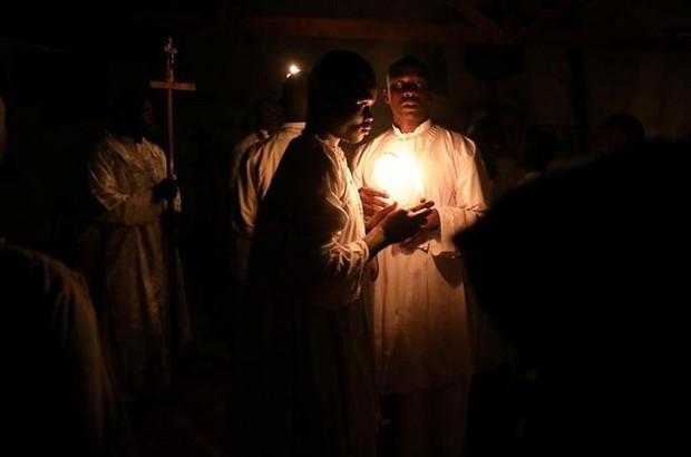 Cận cảnh người dân đón lễ Phục sinh trên khắp thế giới - Ảnh 3.