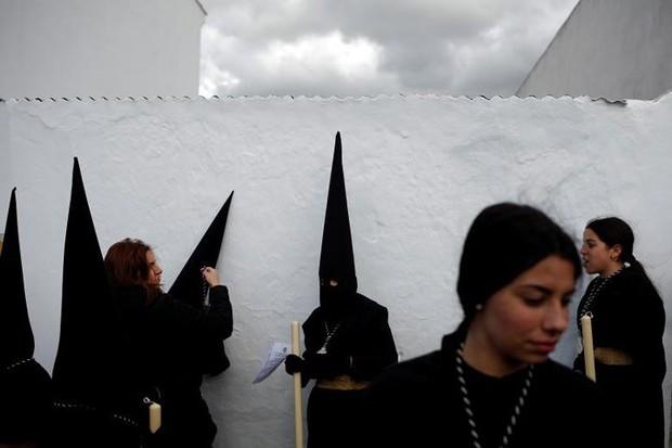 Cận cảnh người dân đón lễ Phục sinh trên khắp thế giới - Ảnh 5.