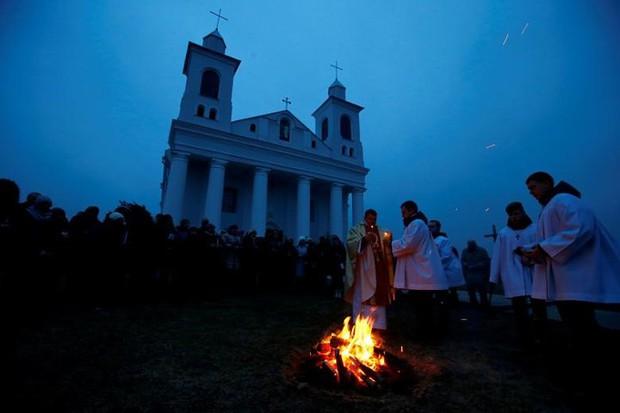 Cận cảnh người dân đón lễ Phục sinh trên khắp thế giới - Ảnh 6.
