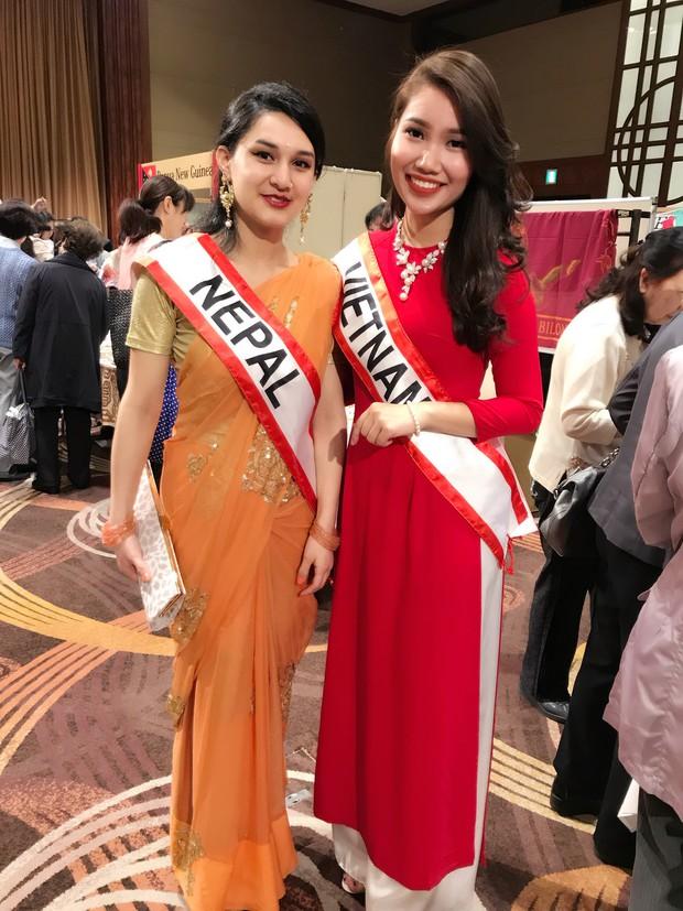Rạng rỡ trong tà áo dài, nữ DHS Việt thu hút mọi ánh nhìn tại chương trình từ thiện châu Á - Thái Bình Dương - Ảnh 2.