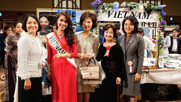 Rạng rỡ trong tà áo dài, nữ DHS Việt thu hút mọi ánh nhìn tại chương trình từ thiện châu Á - Thái Bình Dương - Ảnh 4.