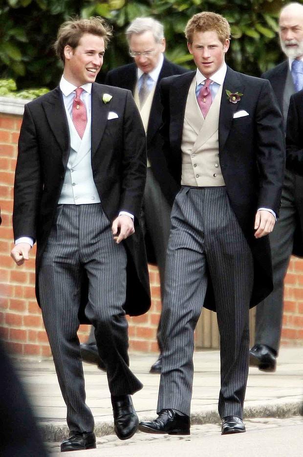 Những bức ảnh gắn liền với thời thơ ấu của bộ đôi Hoàng tử William và Harry - Ảnh 11.