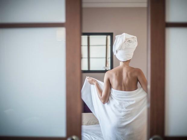 Ngưng ngay những thói quen này khi tắm nếu bạn không muốn gây hại cho làn da của mình - Ảnh 2.