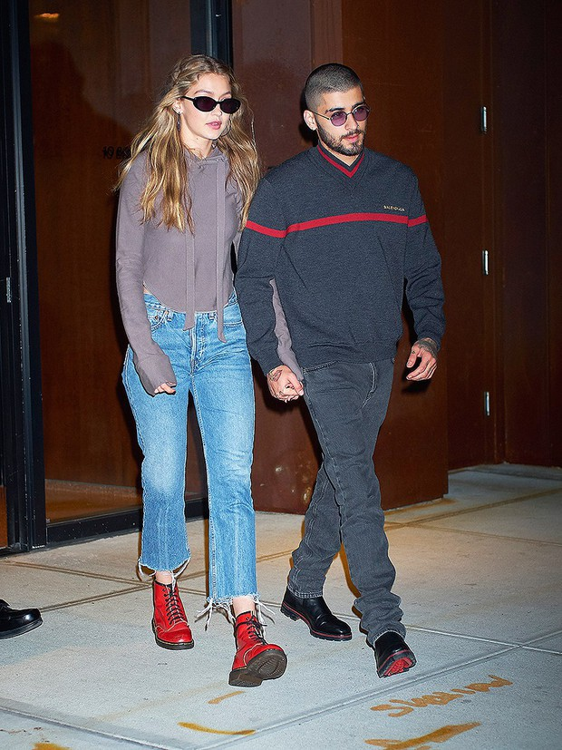 Gigi Hadid và Zayn được bắt gặp hôn nhau trở lại sau khi chia tay được 1 tháng rưỡi - Ảnh 2.