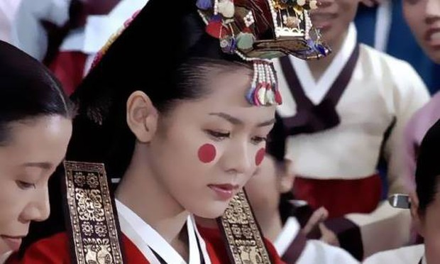 Nhìn lại 2 thập kỉ nhan sắc của Son Ye Jin, đã hiểu vì sao cô mãi là nữ thần của mọi nữ thần! - Ảnh 3.