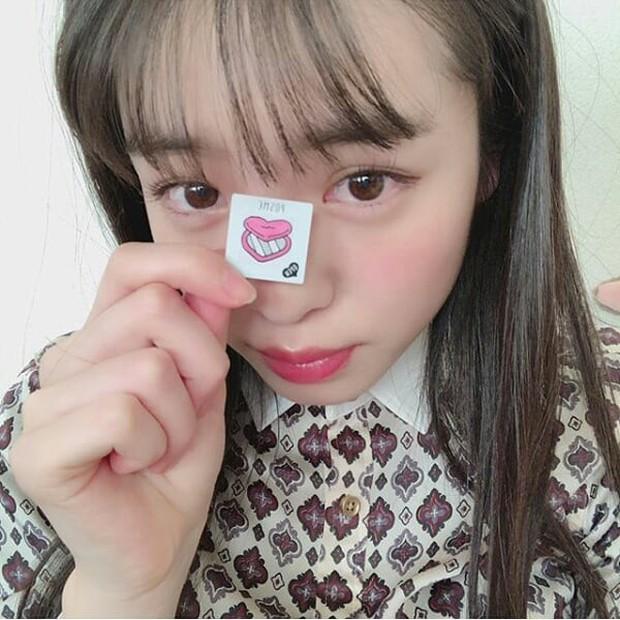 Con gái Nhật đang mê tít món mỹ phẩm chỉ 70k: nhỏ như tờ giấy mà kiêm luôn cả son môi, má hồng, phấn mắt - Ảnh 9.