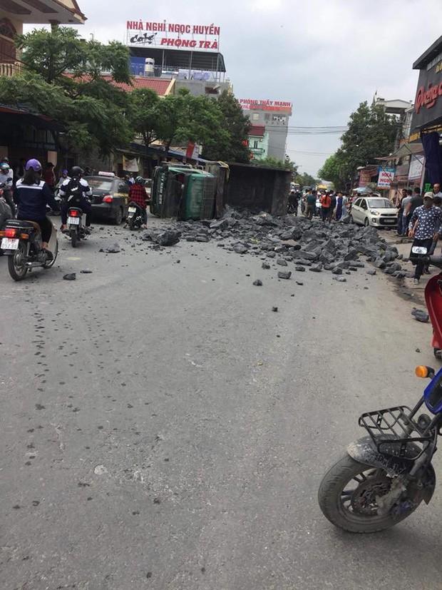 Vợ chồng tài xế bẻ lái cứu 2 nữ sinh đã nhận được 240 triệu của doanh nhân Nguyễn Hoài Nam - Ảnh 3.
