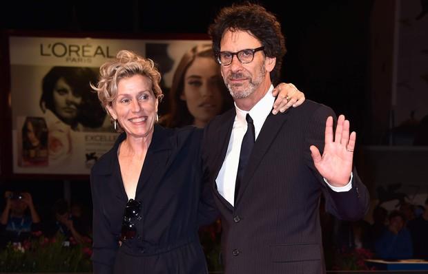 6 cặp đôi Hollywood quấn quýt nhau ngoài đời chưa thỏa, còn tay trong tay tung hoành màn ảnh - Ảnh 11.