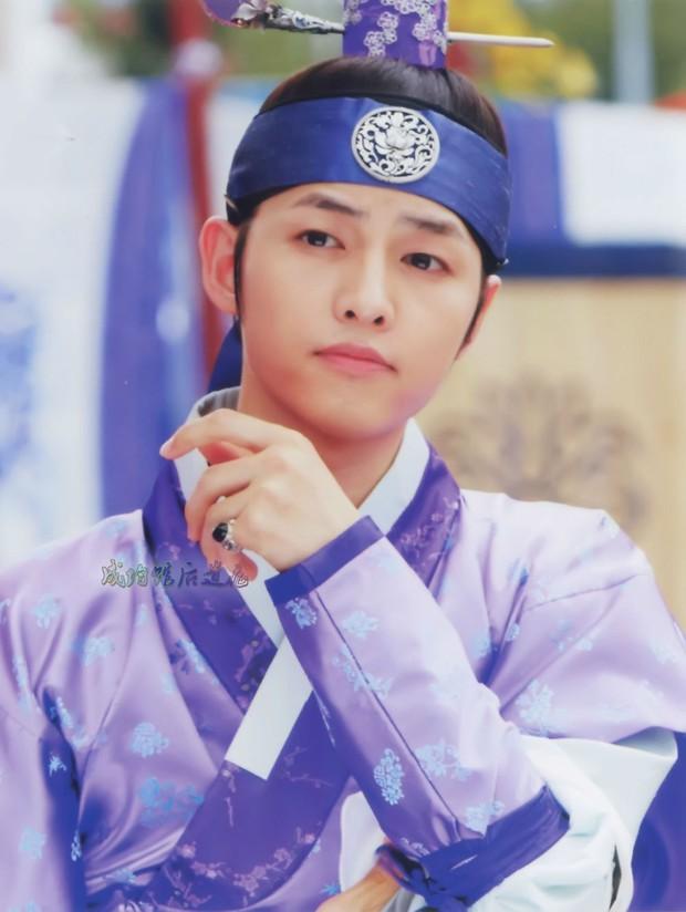 Song Joong Ki, Park Bo Gum và Jung Hae In: 3 chàng tài tử đẹp như tiên hạ phàm đang khiến cả châu Á điên đảo - Ảnh 1.