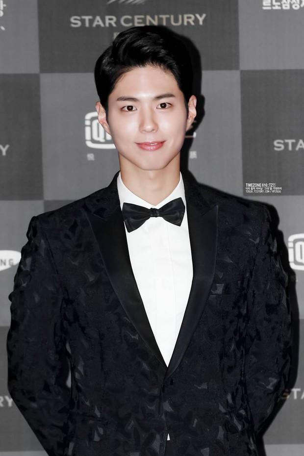 Song Joong Ki, Park Bo Gum và Jung Hae In: 3 chàng tài tử đẹp như tiên hạ phàm đang khiến cả châu Á điên đảo - Ảnh 36.