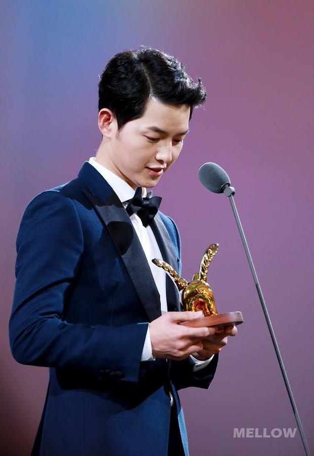 Song Joong Ki, Park Bo Gum và Jung Hae In: 3 chàng tài tử đẹp như tiên hạ phàm đang khiến cả châu Á điên đảo - Ảnh 12.