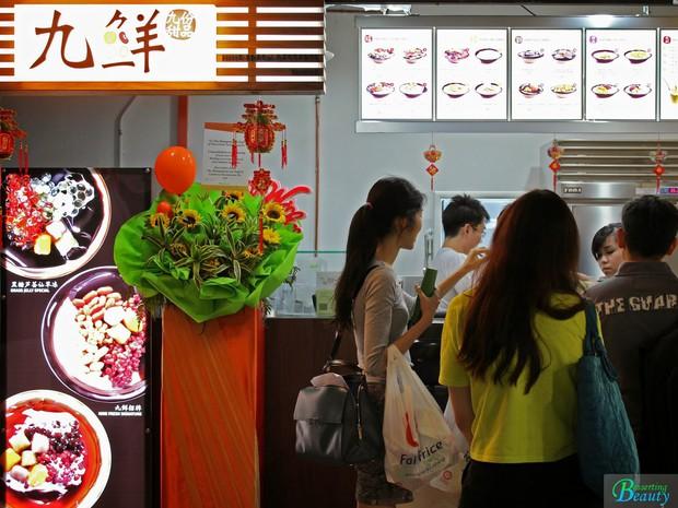Đến Singapore đừng quên tìm đến cửa hàng tráng miệng Nine Fresh để thưởng thức những phần chè thảo mộc thanh mát - Ảnh 2.