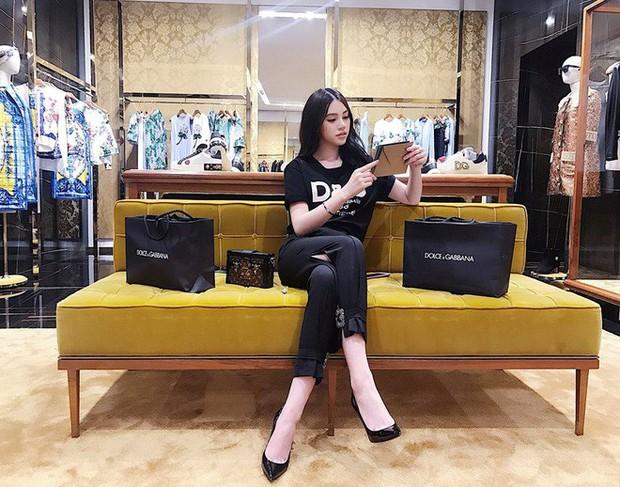 Phong cách khoe hàng hiệu của Hội con nhà giàu Việt tựu trung đều theo 4 gạch đầu dòng này - Ảnh 5.