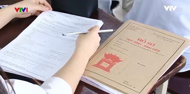 Học sinh lo lắng vì tổ hợp xét tuyển lạ của các trường: Không thiết thực và không có giá trị khi ra trường - Ảnh 1.