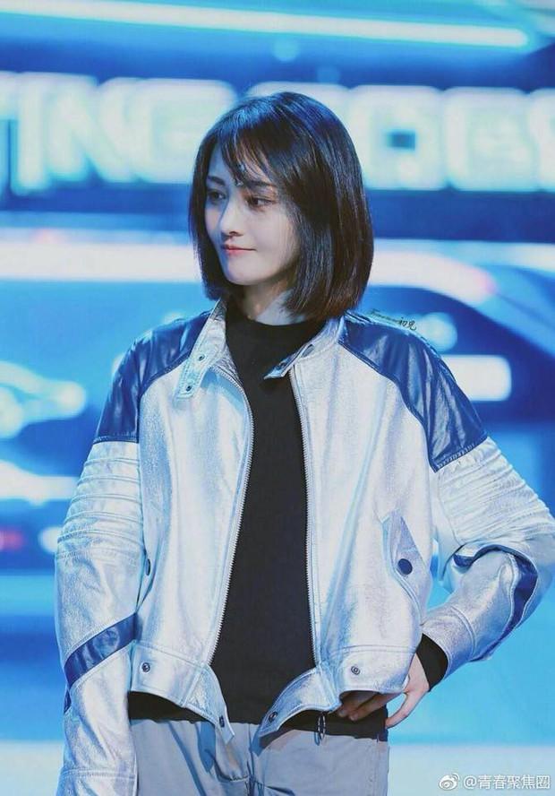 Không còn mặt lệch vì thẩm mỹ, con ghẻ Cbiz Trịnh Sảng gây sốc vì quá xinh đẹp tại sự kiện mới - Ảnh 1.