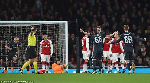Ramsey lập cú đúp, Arsenal đặt một chân vào bán kết Europa League - Ảnh 4.