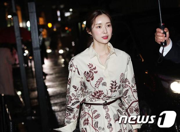 Sự kiện hot nhất hôm nay: Bạn gái G-Dragon khoe ngực táo bạo, sang như bà hoàng bên dàn mỹ nhân đình đám xứ Hàn - Ảnh 20.