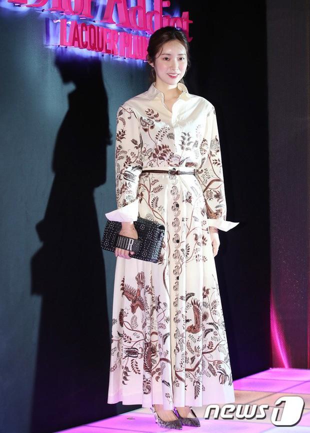 Sự kiện hot nhất hôm nay: Bạn gái G-Dragon khoe ngực táo bạo, sang như bà hoàng bên dàn mỹ nhân đình đám xứ Hàn - Ảnh 21.