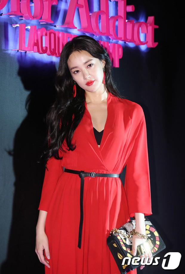 Sự kiện hot nhất hôm nay: Bạn gái G-Dragon khoe ngực táo bạo, sang như bà hoàng bên dàn mỹ nhân đình đám xứ Hàn - Ảnh 6.