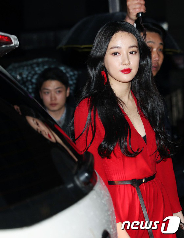 Sự kiện hot nhất hôm nay: Bạn gái G-Dragon khoe ngực táo bạo, sang như bà hoàng bên dàn mỹ nhân đình đám xứ Hàn - Ảnh 3.