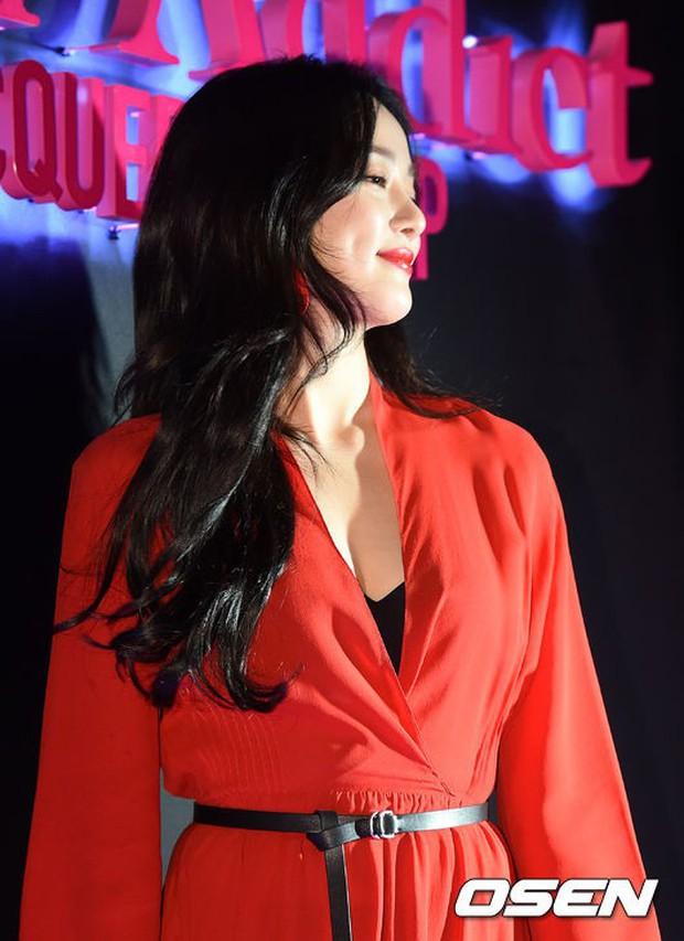 Sự kiện hot nhất hôm nay: Bạn gái G-Dragon khoe ngực táo bạo, sang như bà hoàng bên dàn mỹ nhân đình đám xứ Hàn - Ảnh 10.