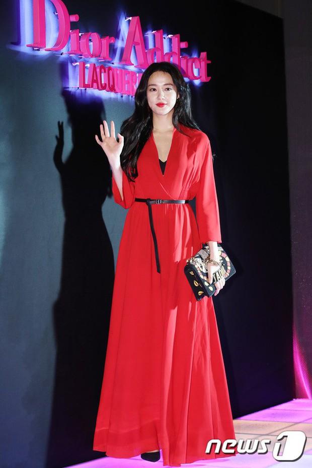 Sự kiện hot nhất hôm nay: Bạn gái G-Dragon khoe ngực táo bạo, sang như bà hoàng bên dàn mỹ nhân đình đám xứ Hàn - Ảnh 4.