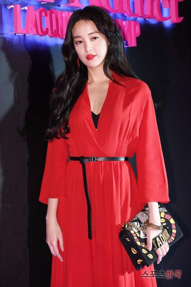 Sự kiện hot nhất hôm nay: Bạn gái G-Dragon khoe ngực táo bạo, sang như bà hoàng bên dàn mỹ nhân đình đám xứ Hàn - Ảnh 9.