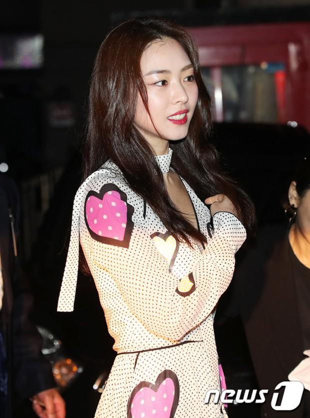 Sự kiện hot nhất hôm nay: Bạn gái G-Dragon khoe ngực táo bạo, sang như bà hoàng bên dàn mỹ nhân đình đám xứ Hàn - Ảnh 17.