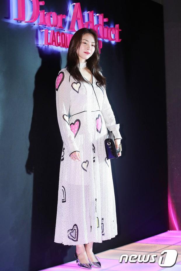 Sự kiện hot nhất hôm nay: Bạn gái G-Dragon khoe ngực táo bạo, sang như bà hoàng bên dàn mỹ nhân đình đám xứ Hàn - Ảnh 16.