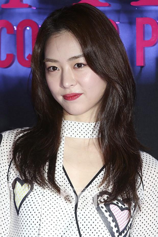 Sự kiện hot nhất hôm nay: Bạn gái G-Dragon khoe ngực táo bạo, sang như bà hoàng bên dàn mỹ nhân đình đám xứ Hàn - Ảnh 19.