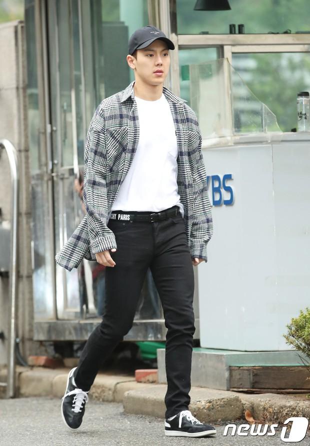 Tiên cảnh hoa anh đào tại Hàn: Mỹ nhân Hani chiếm hết spotlight, Wanna One xuất hiện cùng quân đoàn mỹ nam - Ảnh 30.