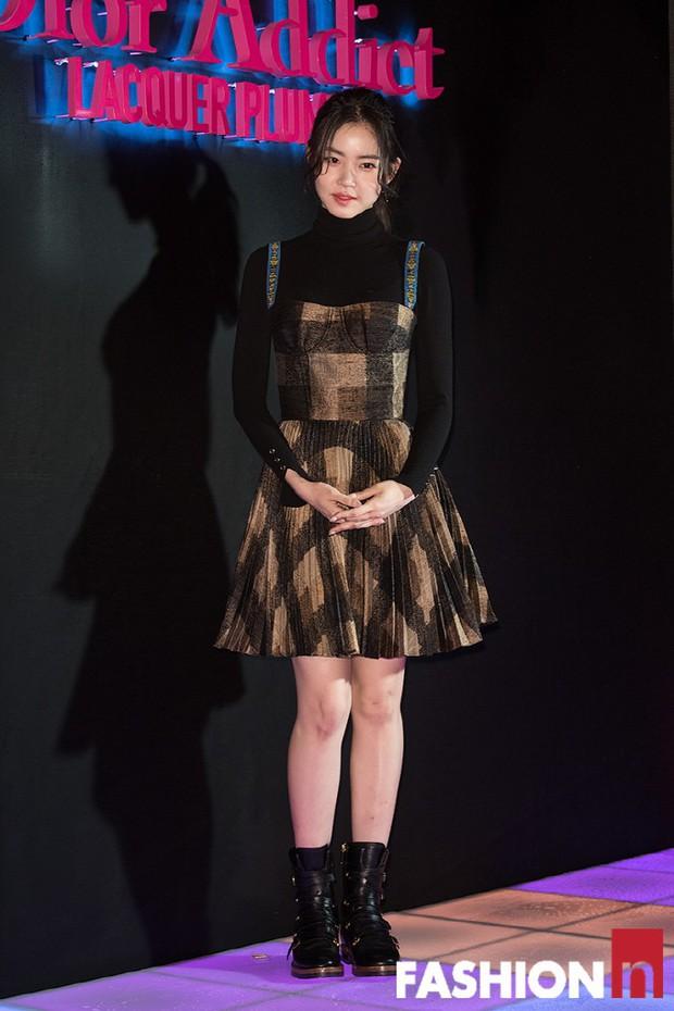 Sự kiện hot nhất hôm nay: Bạn gái G-Dragon khoe ngực táo bạo, sang như bà hoàng bên dàn mỹ nhân đình đám xứ Hàn - Ảnh 22.