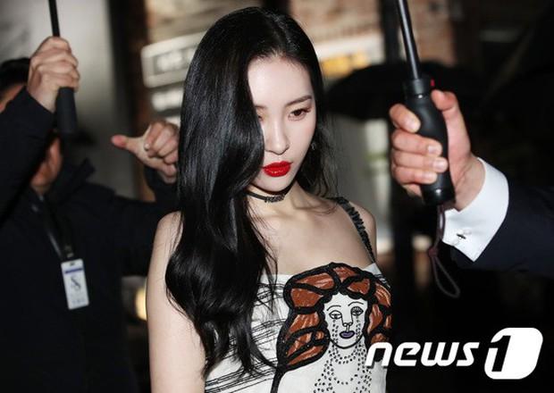 Sự kiện hot nhất hôm nay: Bạn gái G-Dragon khoe ngực táo bạo, sang như bà hoàng bên dàn mỹ nhân đình đám xứ Hàn - Ảnh 11.