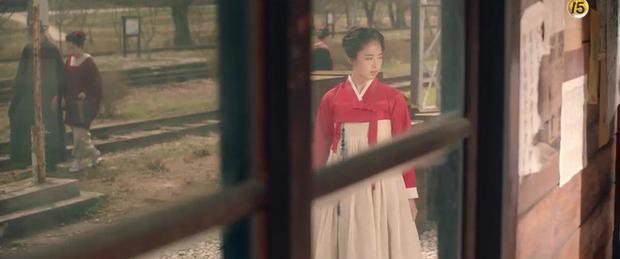 Năm ngoái bị chê nhan sắc thậm tệ, Kim Min Jung giờ còn rực rỡ hơn cả nữ chính Mr. Sunshine - Ảnh 2.