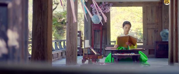 Năm ngoái bị chê nhan sắc thậm tệ, Kim Min Jung giờ còn rực rỡ hơn cả nữ chính Mr. Sunshine - Ảnh 5.