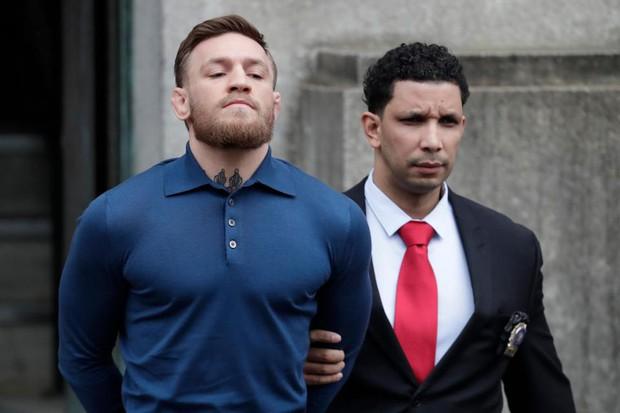 SỐC: Gã điên Conor McGregor có thể đi tù vì đánh người - Ảnh 3.
